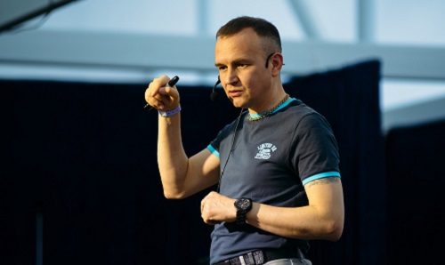 15 сентября в 19:00 — в прямом эфире Сергей Дмитриев